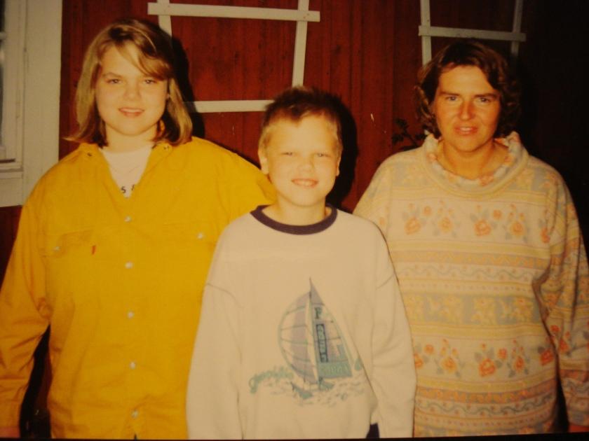 min syster till vänster, jag och min halvsyster till höger