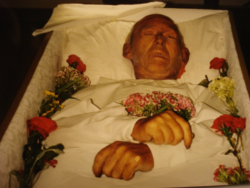 min döde morfar i kistan