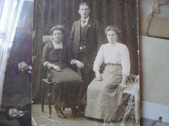 min gammelmormor, det är hon till höger